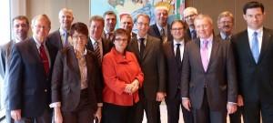 von links nach rechts: Frank Engel (Luxembourg), Tunne Kelam (Estland), Krisjanis Karins (Lettland), Inge Gräßle (Deutschland), Markus Pieper, Herbert Dorfmann (Italien), Werner Langen (Deutschland), Sabine Lautenschläger (Vizepräsidentin der Dt. Bundesbank), Jens Weidmann (Präsident der Dt. Bundesbank), Burkhard Balz (Deutschland), Herrmann Winkler (Deutschland), Petri Sarvamaa (Finnland), Markus Ferber (Deutschland), Thomas Mann (Deutschland), Petru Luhan (Rumänien)