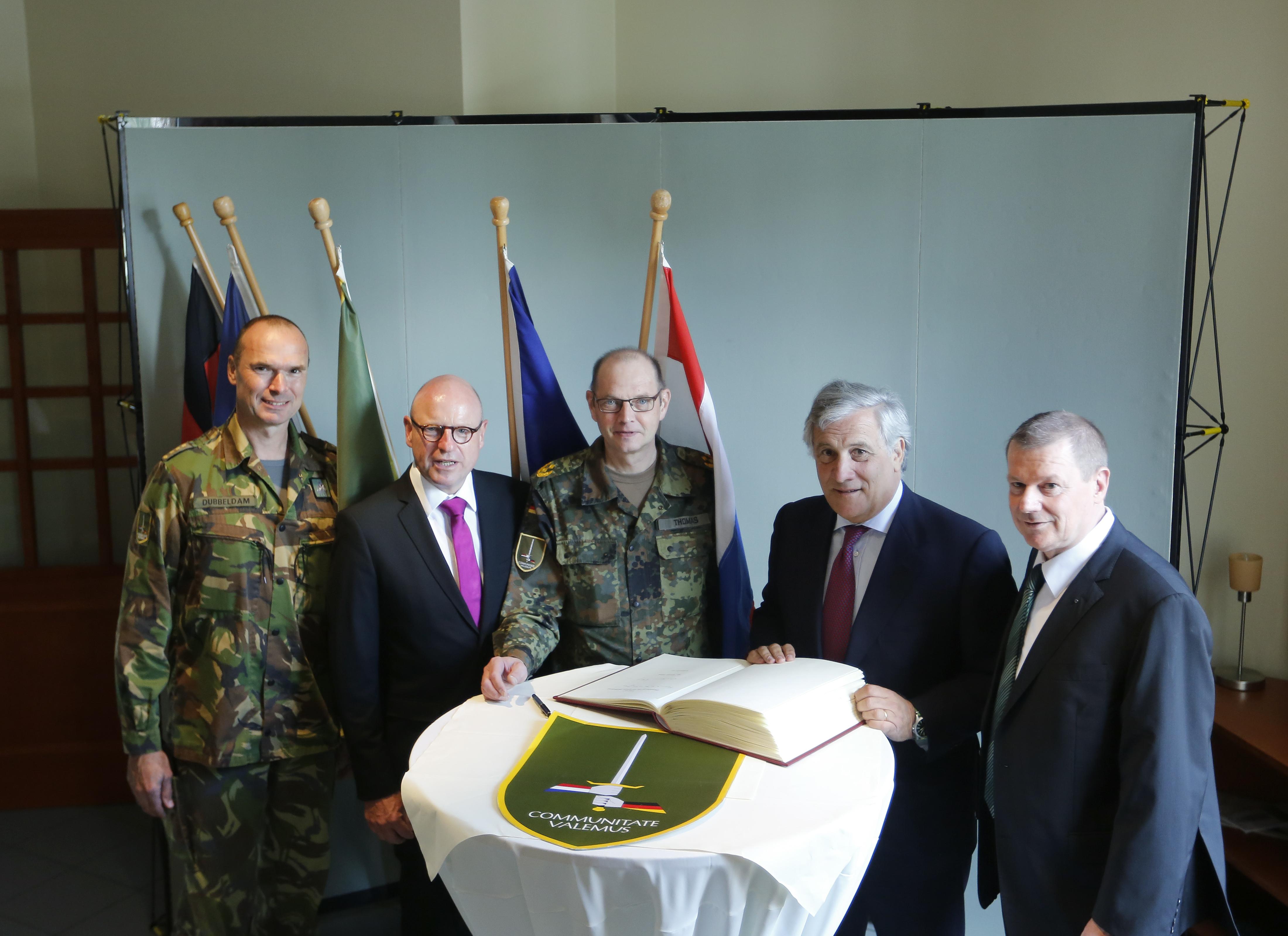 2017-09-10 Tajani D-NL Korps 01